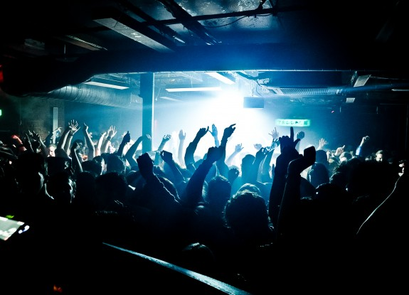 Sankeys-Crowd-2